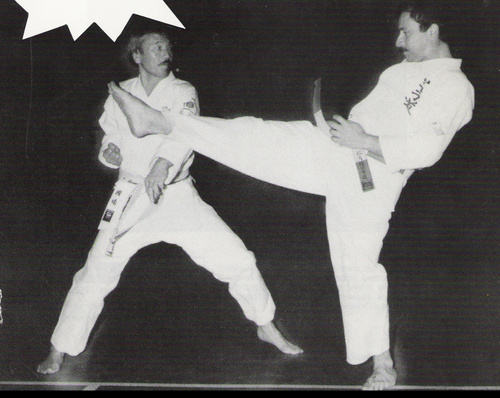 Kuniba senseï 9ème dan de karate et Patrick Tamburini 7ème dan